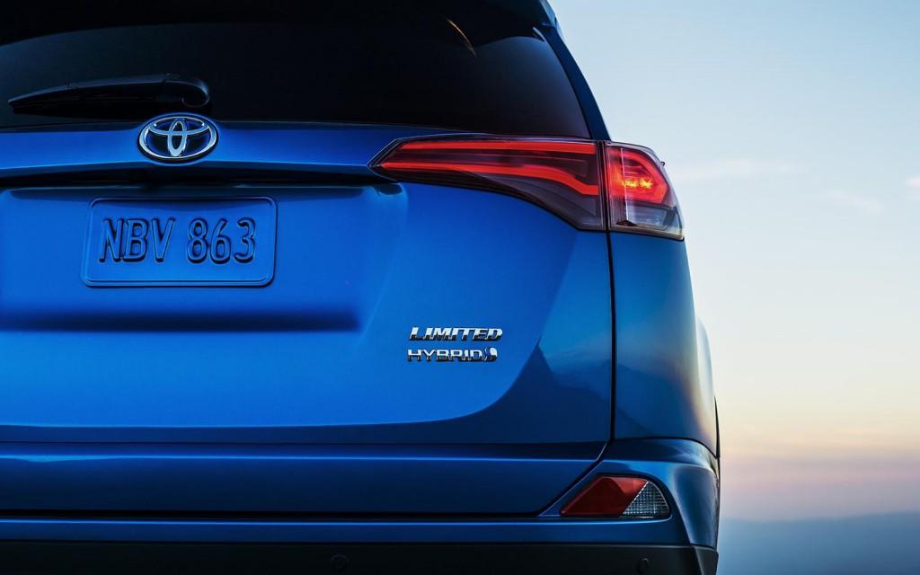 2015_Toyota_RAV4_Hybrid_voiture